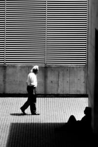 a la sombra de la indiferenia